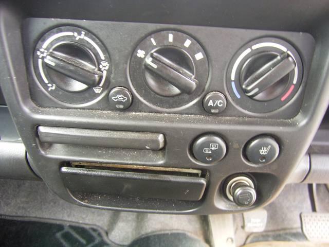 N-1ターボ 4WD キーレス CDオーディオ ベンチシート(10枚目)