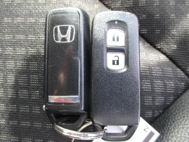 スマートキーを装備しておりますので、キーが車内にあれば、ひねるだけでエンジンをかけられます!バッグやポケットからキーを取り出す必要がありません!