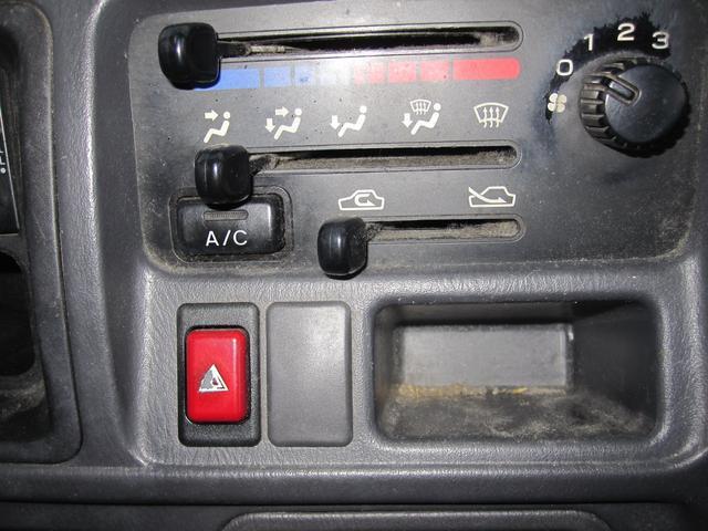 パネルバン 4WD 5速マニュアル エアコン パワステ付き(10枚目)