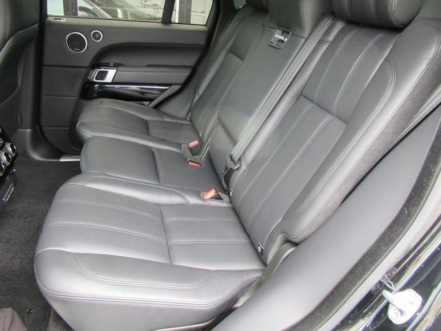 5.0 V8 スーパーチャージド ヴォーグ パノラマルーフ レーンチェンジアシスタント ブラックレザー シートヒーター シートクーラー 純正22インチアルミホイール ソフトクローズドドア オートマチックパワーゲート 禁煙車(10枚目)