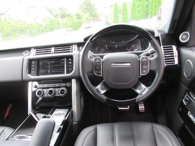5.0 V8 スーパーチャージド ヴォーグ パノラマルーフ レーンチェンジアシスタント ブラックレザー シートヒーター シートクーラー 純正22インチアルミホイール ソフトクローズドドア オートマチックパワーゲート 禁煙車(11枚目)