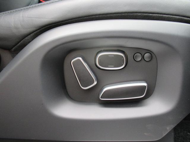 5.0 V8 スーパーチャージド ヴォーグ パノラマルーフ レーンチェンジアシスタント ブラックレザー シートヒーター シートクーラー 純正22インチアルミホイール ソフトクローズドドア オートマチックパワーゲート 禁煙車(14枚目)
