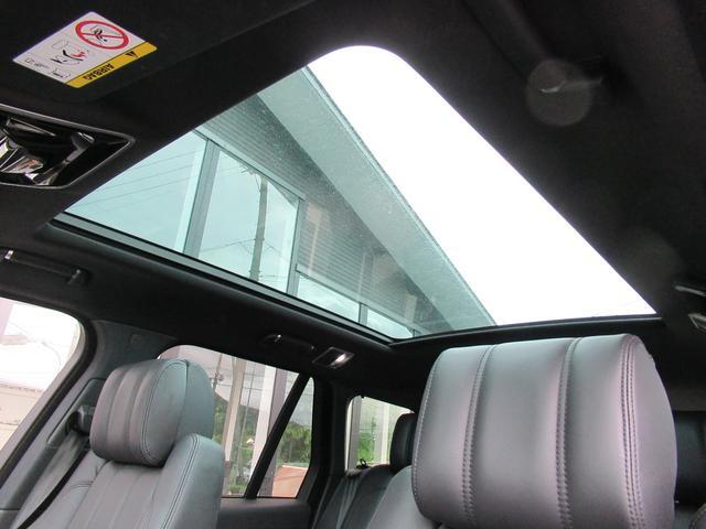 5.0 V8 スーパーチャージド ヴォーグ パノラマルーフ レーンチェンジアシスタント ブラックレザー シートヒーター シートクーラー 純正22インチアルミホイール ソフトクローズドドア オートマチックパワーゲート 禁煙車(15枚目)