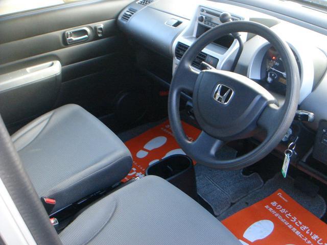 ベースグレード 4WD コラムAT CD 電動格納ドアミラー(4枚目)
