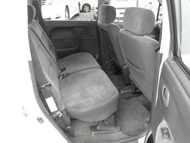 後部シートもゆったりの空間ですからお仲間やお友達とのお出掛けもより一層楽しくなります(^^)/装備充実のこのお車をあなたの大事な一台にしてもませんか?*:.。☆..。.(´∀`人)