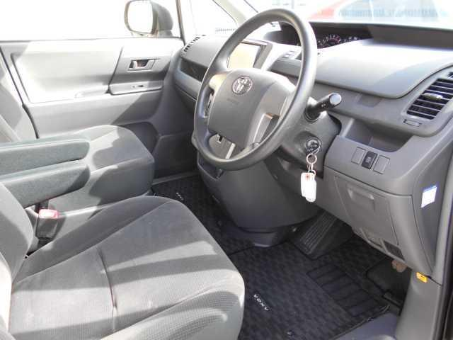 X Lエディション 8人4WD 両側電動スライドドア(6枚目)