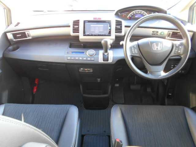 G プレミアムエディション4WD両側電動スライドドア(5枚目)