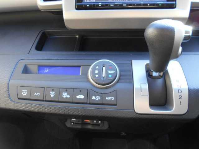 G プレミアムエディション4WD両側電動スライドドア(13枚目)