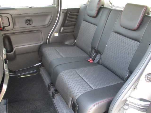 ハイブリッドXSターボ 4WD ターボ 両側電動スライドドア 社外SDナビ(11枚目)