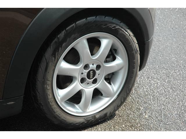 純正アルミ付です。タイヤの目も十分です