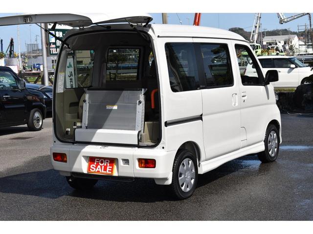 福祉車両 スローパー リアシート付4人乗り(4枚目)