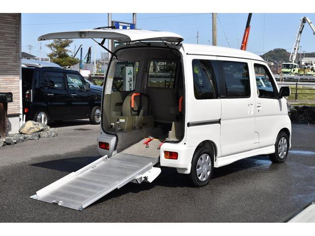福祉車両 スローパー リアシート付4人乗り(5枚目)