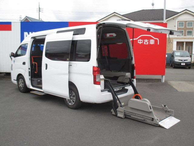 日産 NV350キャラバンバン 2.5 チェアキャブ M仕様 車椅子2基