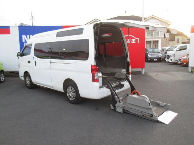 日産 2.5 チェアキャブ M仕様 ディーゼルターボ 4WD 車椅子2基