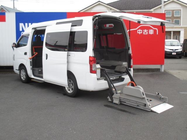 日産  2.5 チェアキャブ ディーゼルターボ 4WD 車椅子2人+大人8人乗り バックカメラ リアクーラー&ヒーター リフター オートステップ 車椅子電動固定装置