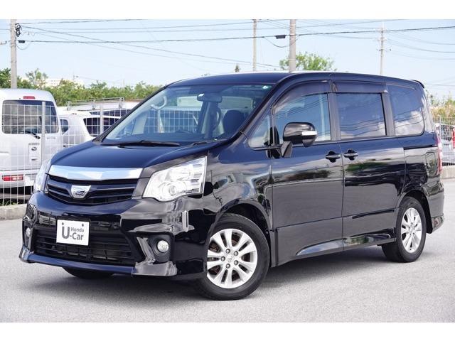 沖縄の中古車 トヨタ ノア 車両価格 93.8万円 リ済別 2013(平成25)年 8.3万km ブラック