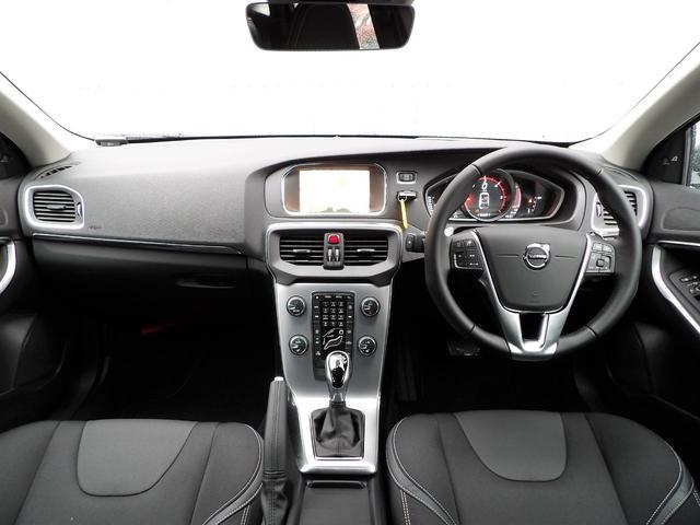 ボルボ ボルボ V40 D4 ダイナミックエディション 登録済未使用車 セーフティ