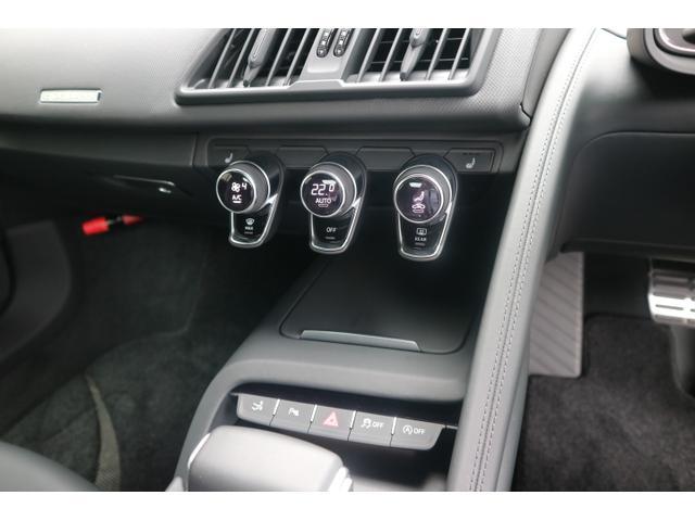 V10クーペ 5.2FSIクワトロ 正規ディ-ラ-車(15枚目)