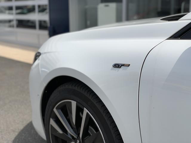 GT ブルーHDi プレミアムレザーエディション 新車保証継承/8AT/純正ナビ付/ETC2.0付き/フルレザーシート/電動シート付き/カープレイ対応/ACC(13枚目)