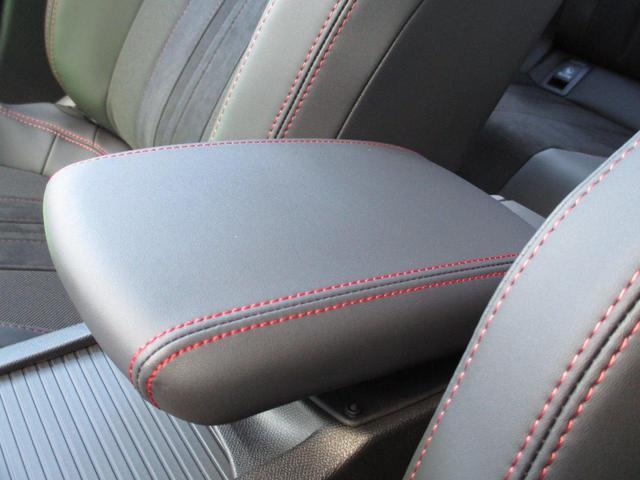 後続車のライトがルームミラーに反射して眩しい時に自動で眩しさを軽減する、自動防眩式ルームミラーです。【プジョー大府:0562-44-0381】