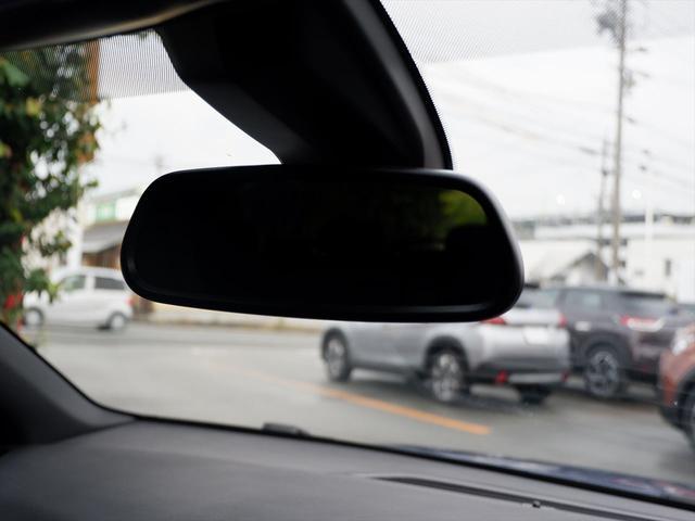 運転席、助手席には、照明付きのバニティミラーを装備しています。【プジョー大府:0562-44-0381】