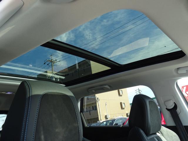パノラミックサンルーフを装備しています。車内に開放感をもたらします。【プジョー大府0562-44-0381】