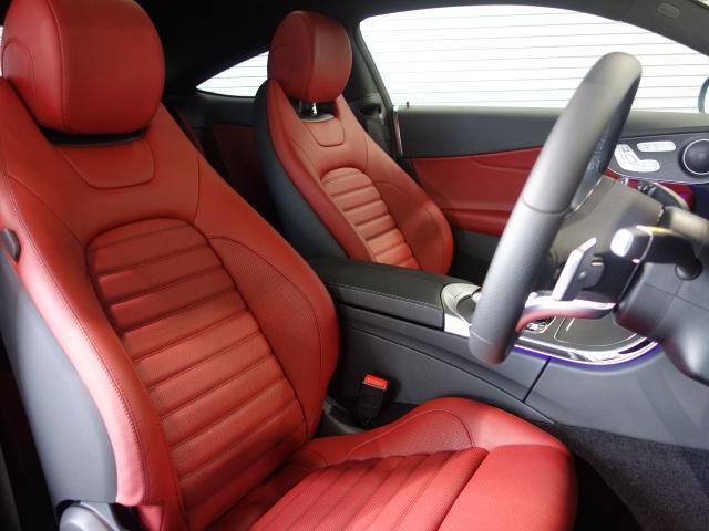 メルセデスのシートは、少し硬めに出来ておりますので、長時間の運転でも疲れにくく、安全にドライビングをお楽しみ頂けます
