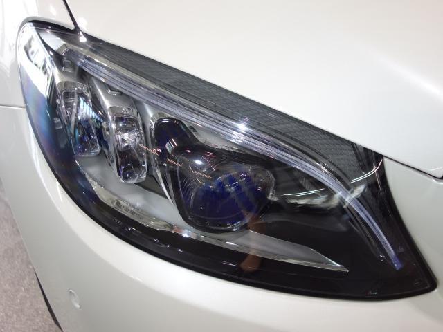 メルセデスの認定中古車「サーティファイドカー」には、最大100項目にも及ぶ点検・整備項目が設定されています>