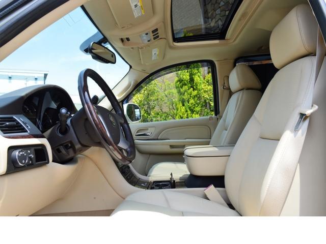 レザーシート (12ウェイフロントシート運転席メモリー機能付) Bose社製 プレミアムスピーカー シートは包み込まれるような座り心地で長距離ドライブもストレスなく走れます!まずは座ってご体感ください