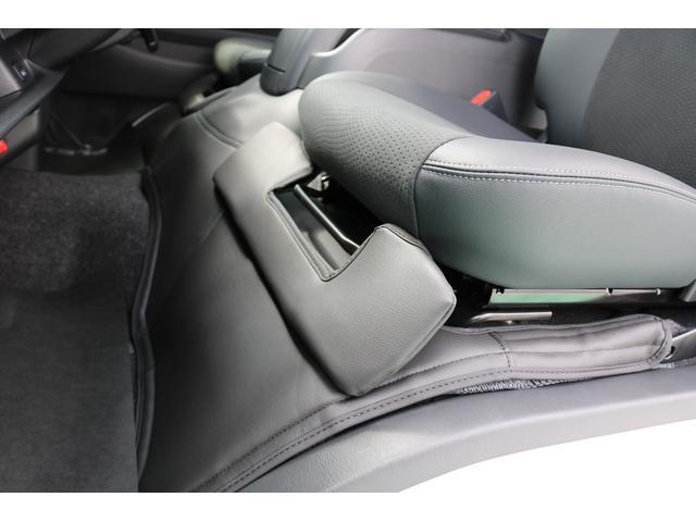 スーパーGL ダークプライムII ディーゼルターボ 4WD ライトカスタムPKG 17インチアルミ 社外ナビ サイドパイプ付き(32枚目)
