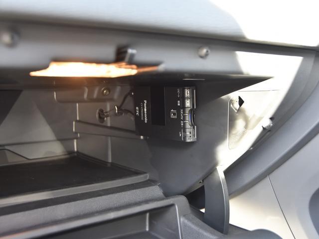 ボルボ ボルボ XC60 T5 Rデザイン ワンオーナー イルミシフト オートライト