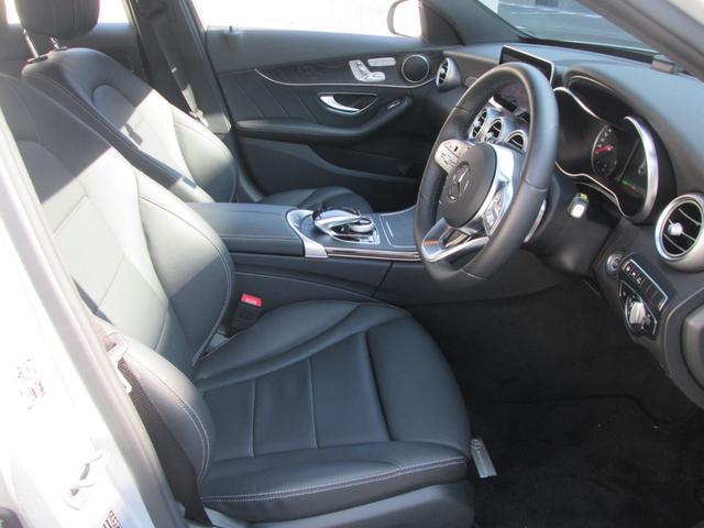内装:フロントシート部分の写真です。新車でも、認定中古車「サーティファイドカー」でも、メルセデスのオーナーになるということは、メルセデスならではの安心と信頼をご購入頂くということ、と考えております。