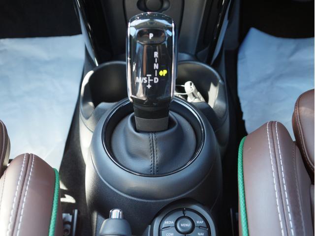クーパー 60イヤーズエディション レザーシート シートヒーター 17インチ ナビ LEDヘッドライト リアカメラ PDC前後 コンフォートアクセス 軽減ブレーキ SOSコール(11枚目)