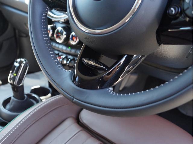 クーパー 60イヤーズエディション レザーシート シートヒーター 17インチ ナビ LEDヘッドライト リアカメラ PDC前後 コンフォートアクセス 軽減ブレーキ SOSコール(28枚目)