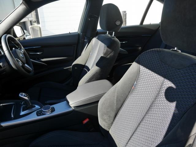BMW BMW 320i MスポーツLCI LEDヘッドライト デモカー