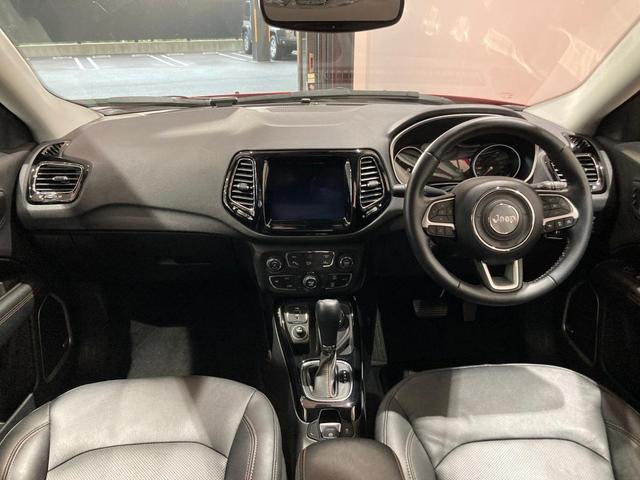 リミテッド 弊社オーナー様買取車 レザーシート 4WD HIDヘッドライト(6枚目)