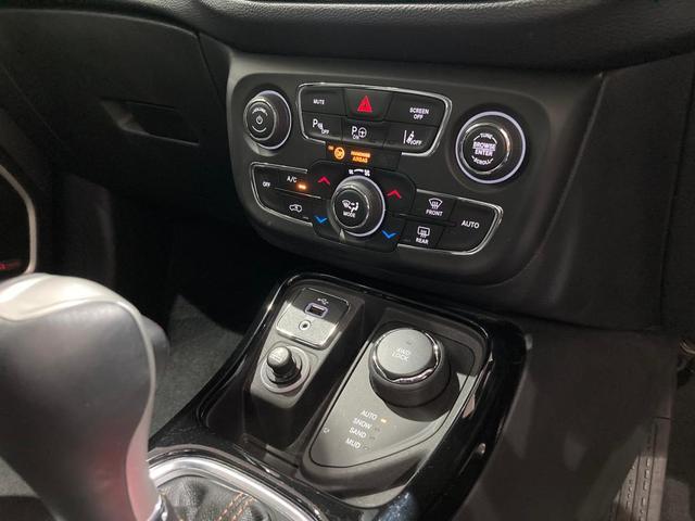リミテッド 弊社オーナー様買取車 レザーシート 4WD HIDヘッドライト(16枚目)