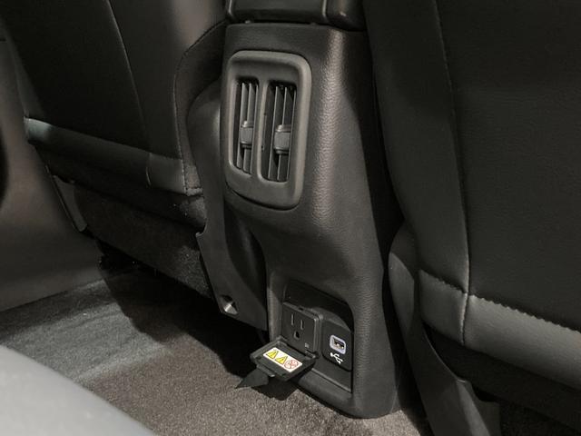 リミテッド 弊社オーナー様買取車 レザーシート 4WD HIDヘッドライト(23枚目)