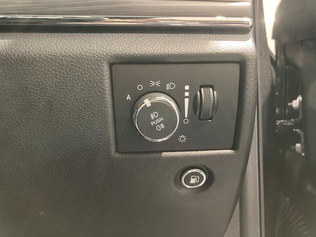 ライトスイtッチはインパネに配置され、もちろんオートヘッドライト付きです。
