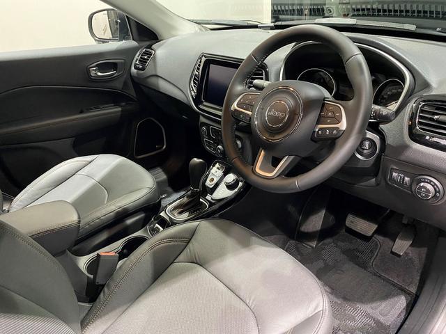 リミテッド 認定中古車保証 整備付 四輪駆動 安全装備 純正ナビゲーション 純正18インチAW レザーシート パワーリフトゲート シートヒーター アダプティブクルーズコントロール バックカメラ クリアランスソナー(8枚目)