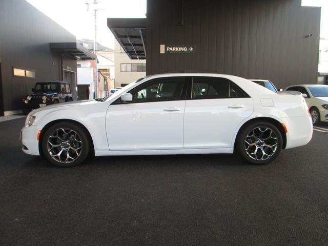 Chrysler 300のボディにも随所に採用されたLEDは、エクステリアを強調するアクセントとなっています。