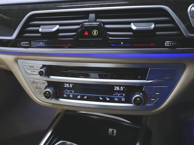 740i 本革 シートヒーター シートエアコン パワーシート フロアマット HDDナビ マルチ CD ミュージックサーバー 音楽プレーヤー接続 Bluetooth接続 フルセグ DVD再生 ETC(22枚目)