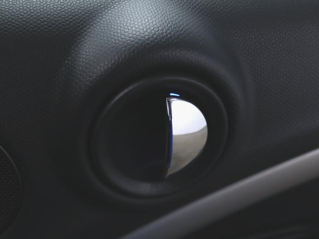 クーパーD クロスオーバー 1ヶ月保証 ファブリック トランクスルー フロアマット CD 音楽プレーヤー接続 ETC キセノン 盗難防止装置 横滑り防止装置 MTモード付き(17枚目)