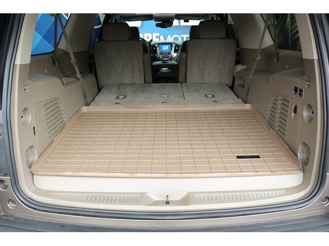 シートを収納するとすごく広いスペースが確保できます。大きい荷物も楽々積めます。レジャー時にも大活躍です。電動リアゲートです。