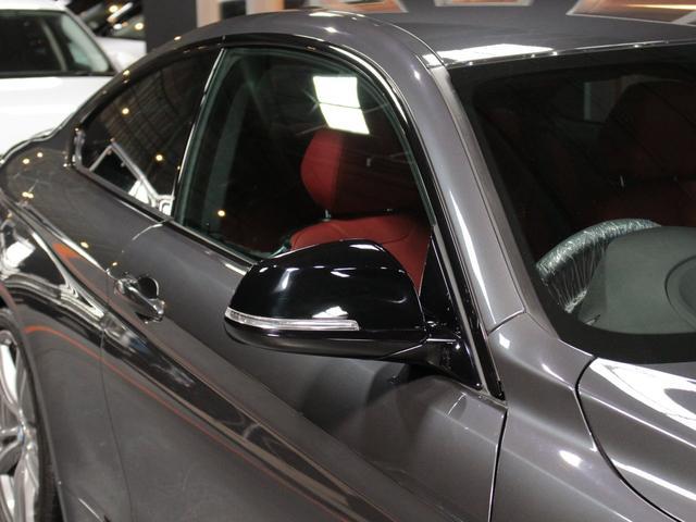 435iクーペ Mスポーツ オプションLEDヘッド フォグ 赤革シートH ACC追従クルコン インテリセーフ RDW カーボンリップ 黒ドアミラー Mパフォ黒グリル Rスポ OP19AW(4本新品タイヤ) スマートキー 禁煙(6枚目)