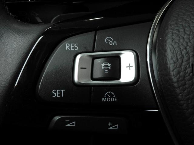"""前走車との車間距離を車が検知、ブレーキ操作も車が自動で行ってくれるアダプティブクルーズクルーズコントロール""""ACC""""搭載。"""