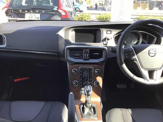 D4 モメンタム キーレス付き 新車保証適用車両(6枚目)
