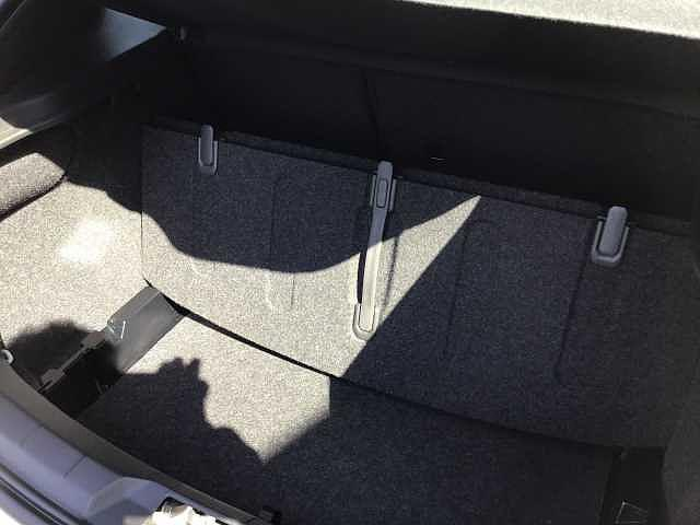 D4 モメンタム キーレス付き 新車保証適用車両(7枚目)