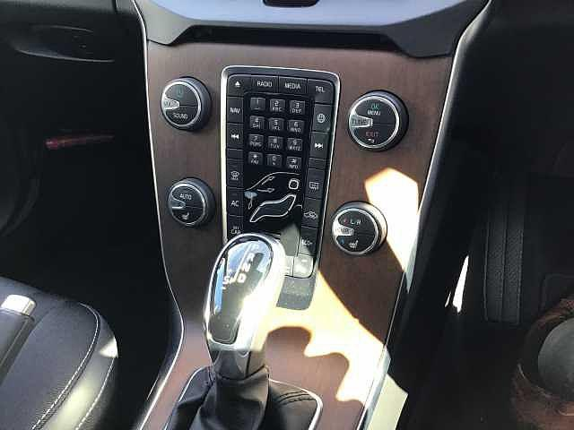 D4 モメンタム キーレス付き 新車保証適用車両(10枚目)