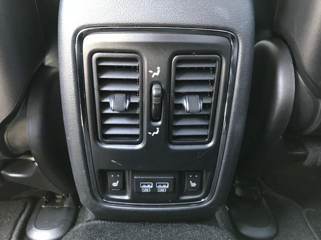 リアシートにもエアコンの吹き出し口があり、シートヒーターも搭載しております。